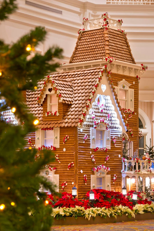 Disney's Grand Floridian Gingerbread Houses | @mamionthego