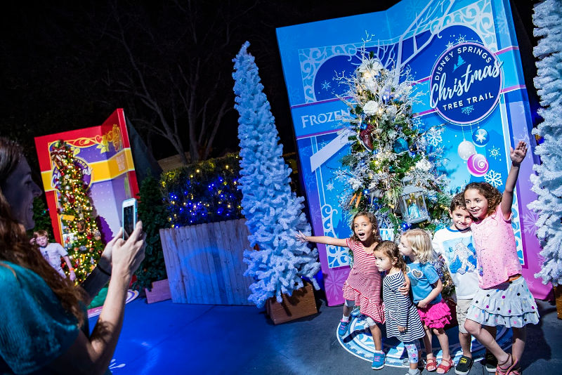Disney Springs Christmas Tree Trail | @mamionthego